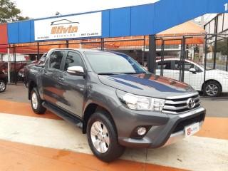 Veículo: Toyota - Hilux - CD SRV 2.7 em Ribeirão Preto