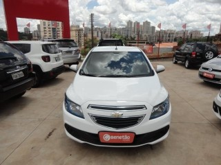 Veículo: Chevrolet (GM) - Onix - 1.4 MPFI LT 8V FLEX 4P MANUAL em Ribeirão Preto