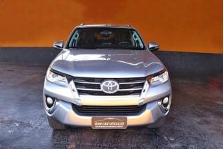 Veículo: Toyota - Hilux - 2.7 SR 7 LUGARES 4X2 16V em Ribeirão Preto