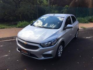 Veículo: Chevrolet (GM) - Onix - 1.0 LT Completo MyLink em Ribeirão Preto