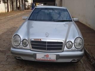 Veículo: Mercedes-Benz - E 320 - 3.2 ELEGANCE TOURING V6 GASOLINA 4P AUTOMÁTICO em Bebedouro