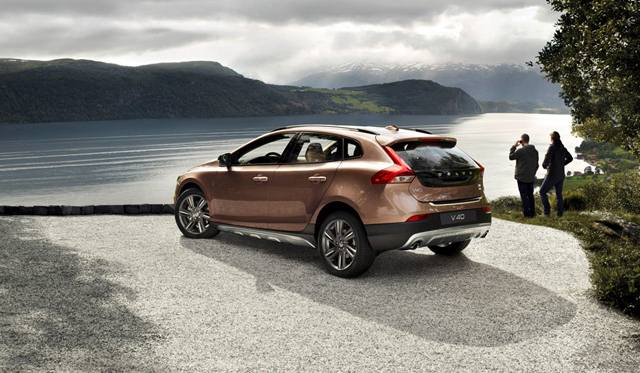 volvo-xc40-cross-country