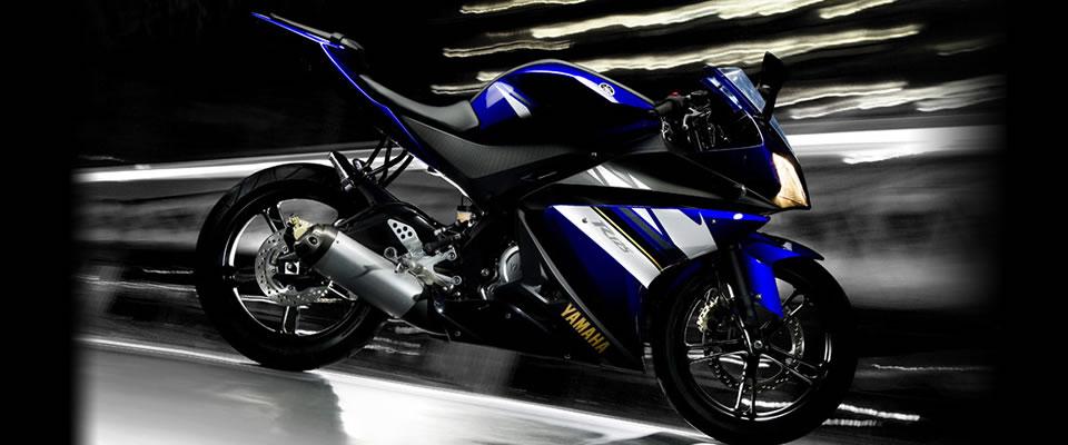 Moto esportiva azul